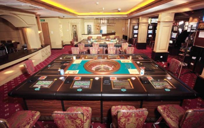 Khi nhắc đến một địa điểm vui chơi tại Hà Nội chắc hẳn bạn không thể bỏ qua Versaces Club