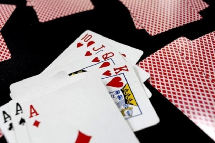 Cách đánh bài phỏm cho người mới tập chơi